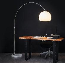 Agradable lámpara de pie de arco Fjella