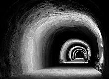 Fotomural Papermoon - Túnel blanco y negro -