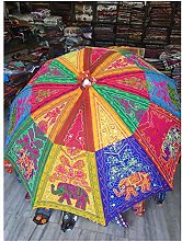 Hermoso paraguas de jardín de estilo bohemio