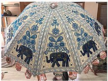 Hermoso paraguas decorativo hecho a mano grande