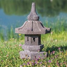 Lámpara de jardín japonés de piedra de lava 50