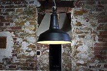 Lámpara de suspensión de diseño industrial