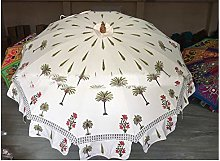 Sombrillas blancas con estampado de palmeras,