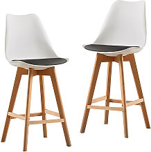Un juego de dos sillas de bar al aire libre de